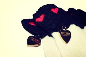 dettaglio guanti moschino 8