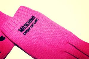 dettaglio guanti moschino 9
